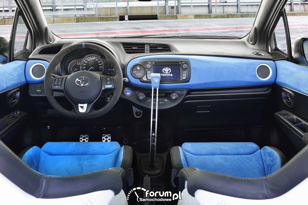 Toyota Yaris Hybrid-R, wnętrze
