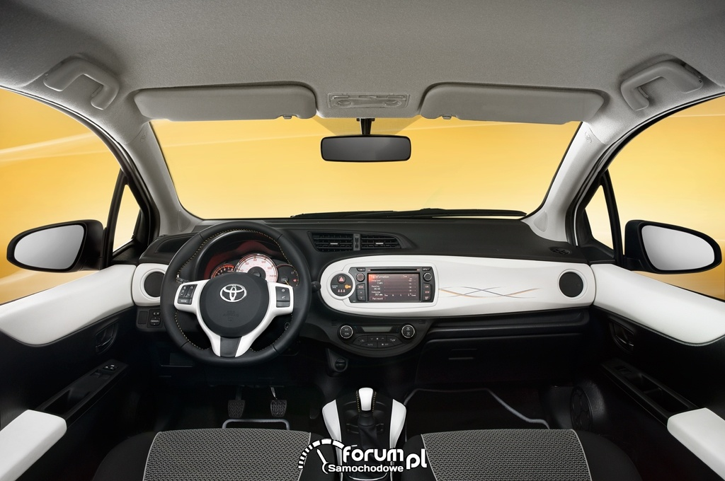 Toyota Yaris Trend, deska rozdzielcza, kokpit