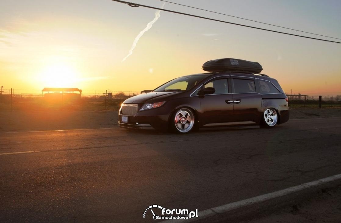 Honda Odyssey by Bismoto