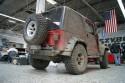 Jeep Wrangler Rubicon, cały w błocie, tył
