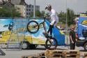 Skoki na rowerze na tylnym kole