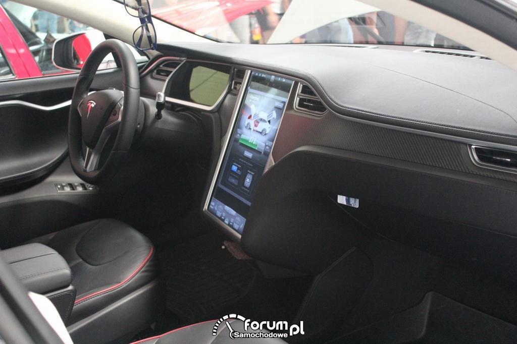 Tesla Model S, wnętrze