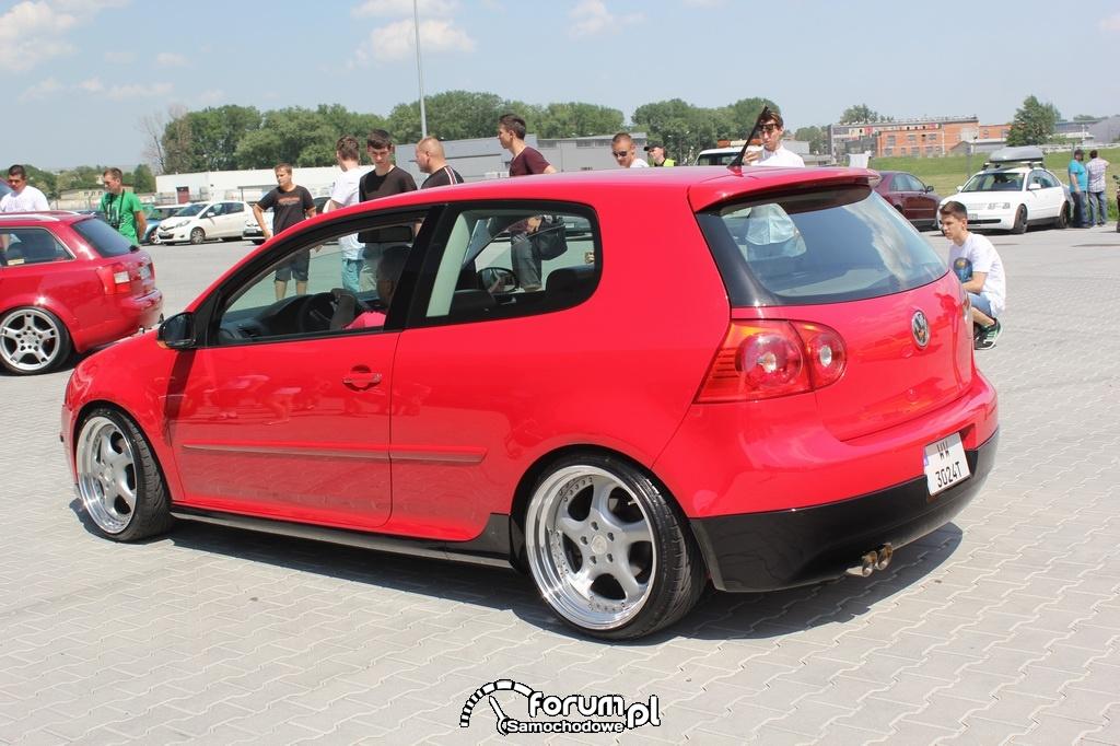 VW Golf V, 3-drzwi, czerwono-czarny design