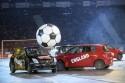 Mecz futbolu samochodowego symbolicznych reprezentacji Polski i Anglii