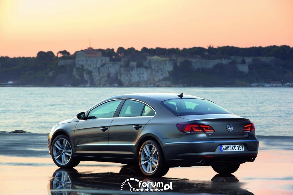 Volkswagen CC 2012 - widok z tyłu.