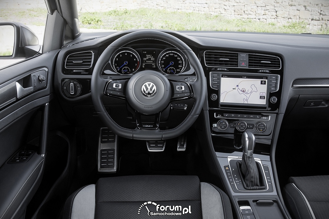 Volkswagen Golf R Variant, wnętrze, deska rozdzielcza