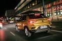Volkswagen T-Roc, tył, noc, miasto