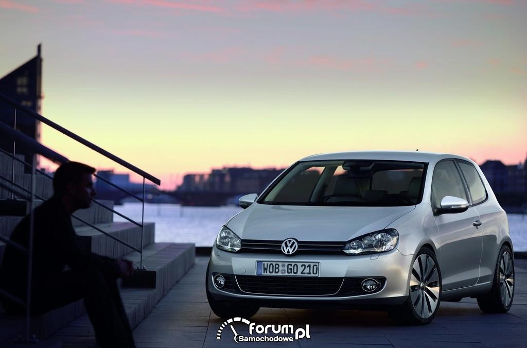 Volkswagen Golf - Internetowym Samochodem Roku 2011