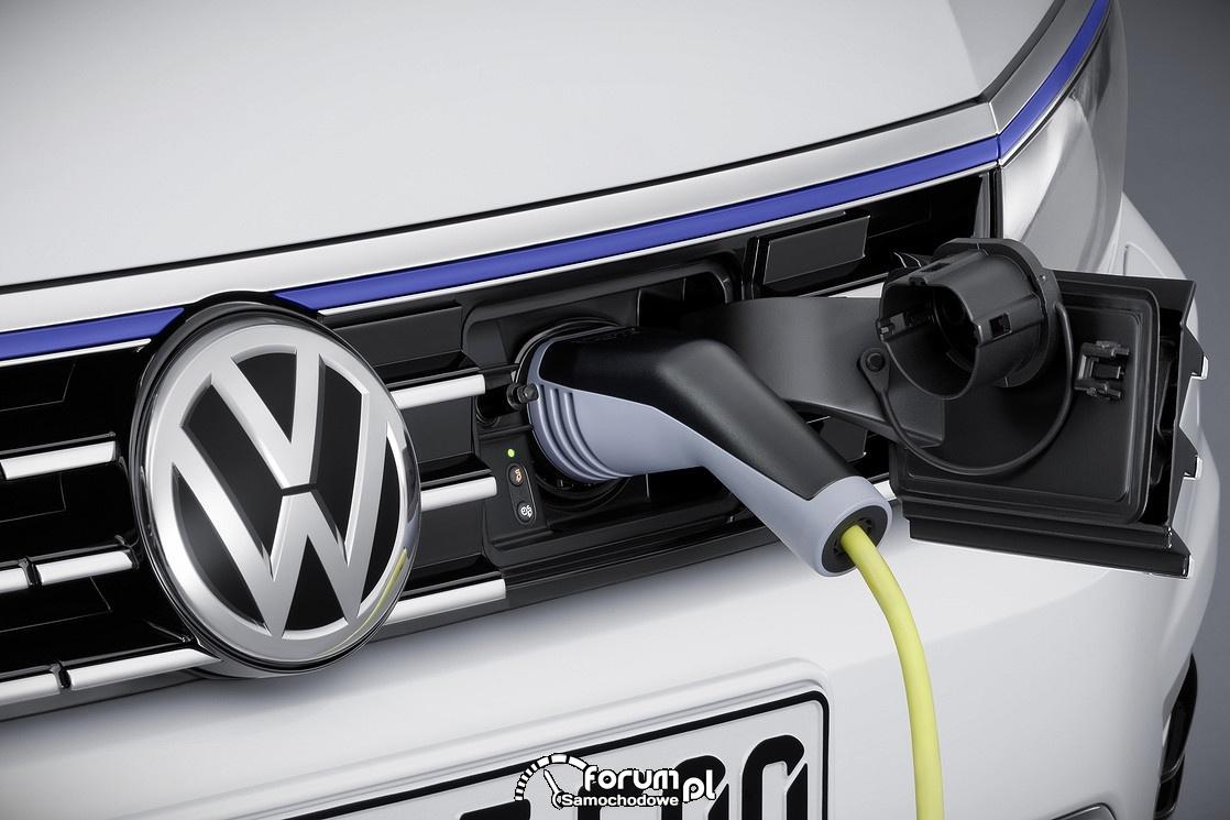 VW Passat GTE, gniazdo ładowania baterii