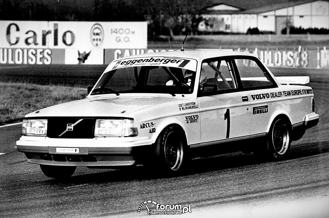 """Volvo 240 Turbo """"Latająca cegła"""""""