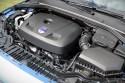 Volvo S60, zabudowa komory silnika
