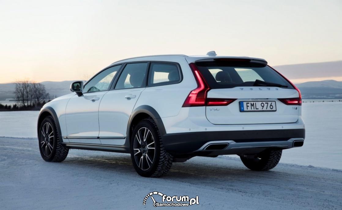 Volvo V90 Cross Country, biały tył, zima