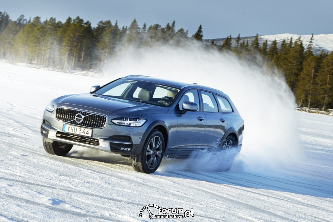 Volvo V90 Cross Country, drift na śniegu, zima