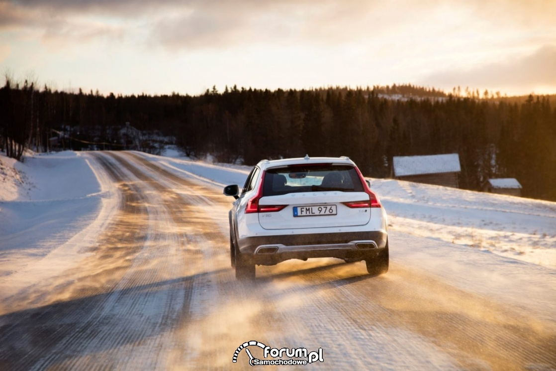 Volvo V90 Cross Country w zimie