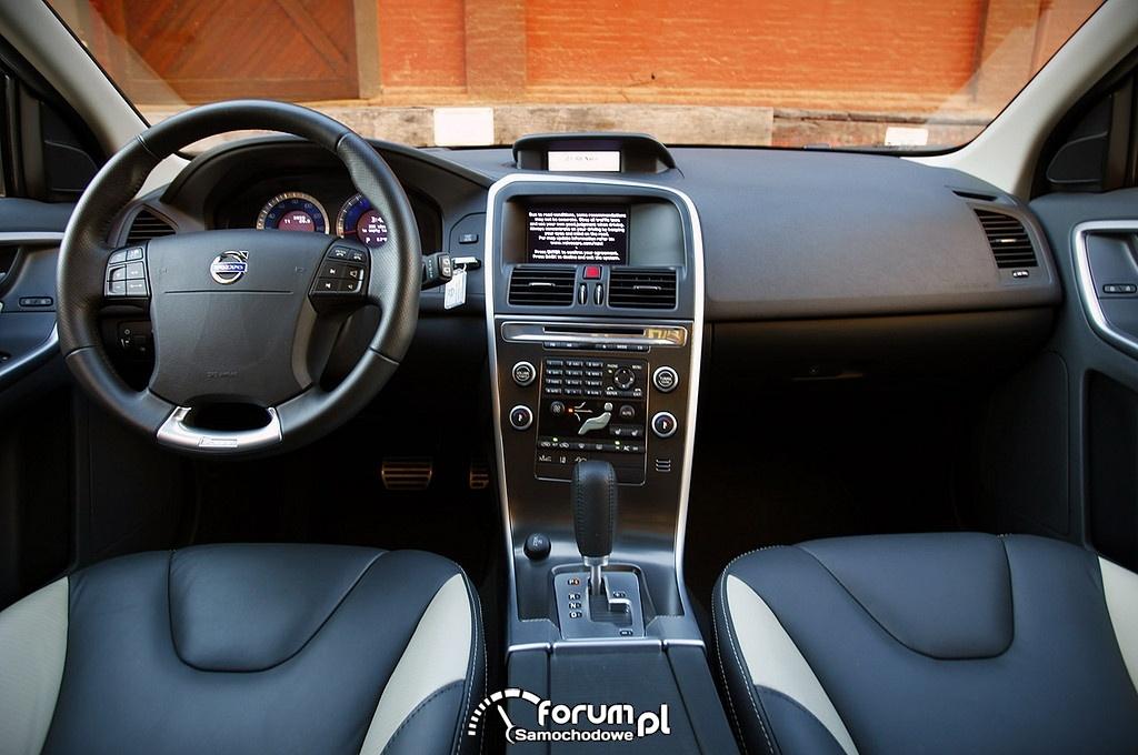 Volvo XC60 T5 AWD, wnetrze, deska rozdzielcza