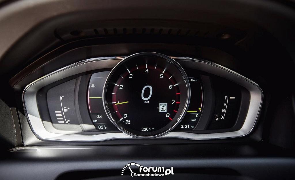 Volvo XC60 T6 Platinum, licznik