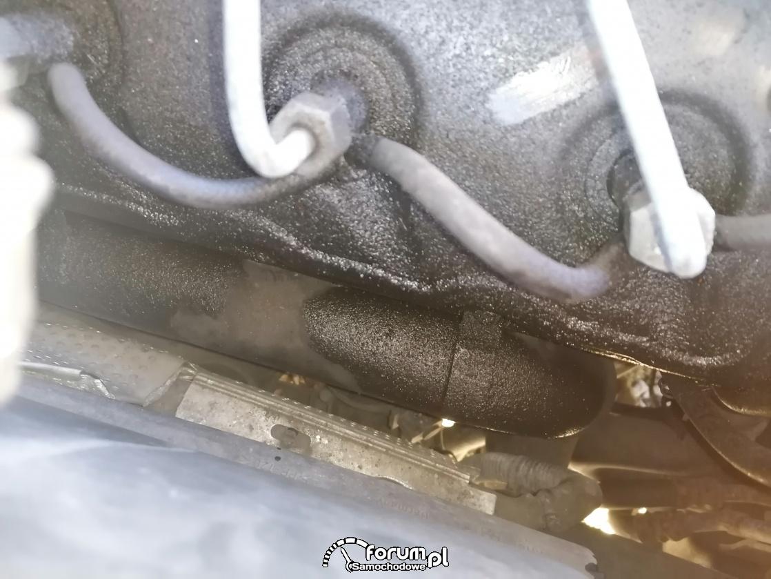 Audi A6 C5 2.5 TDI - pluje olejem, mokre przewody od wtryskiwaczy