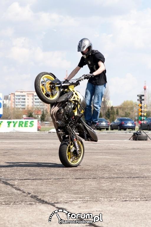 Motory - jazda na jednym kole, 2