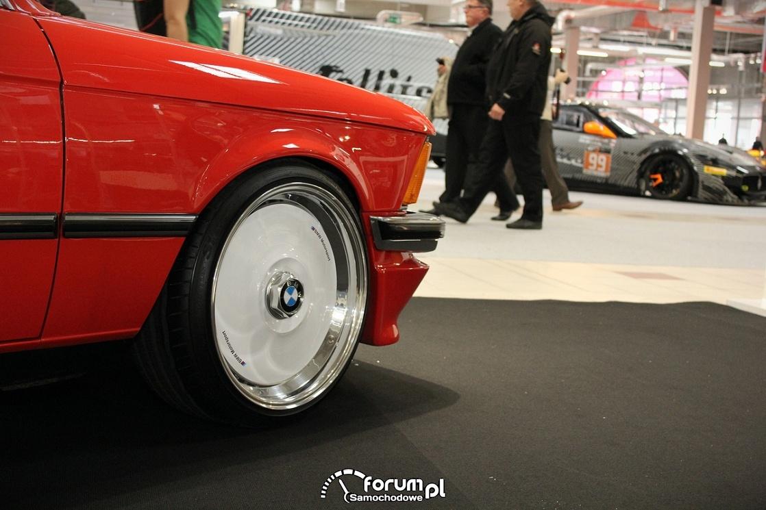 BMW E21, alufelgi białe BMW Motorsport