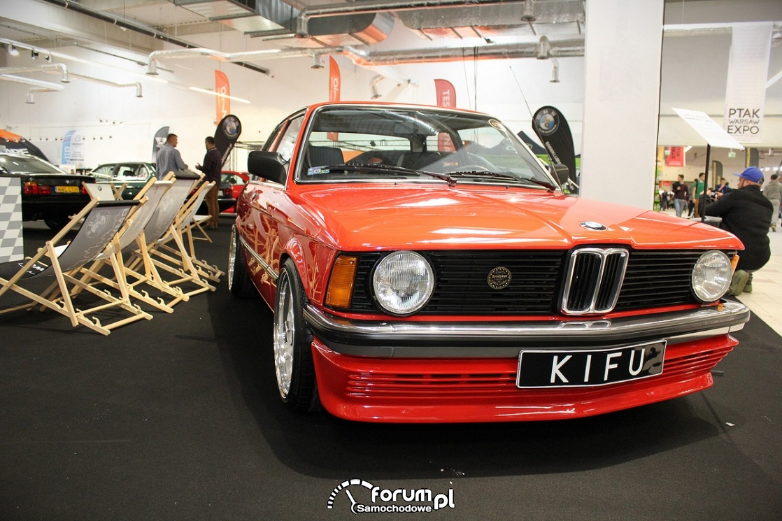 BMW E21, przód