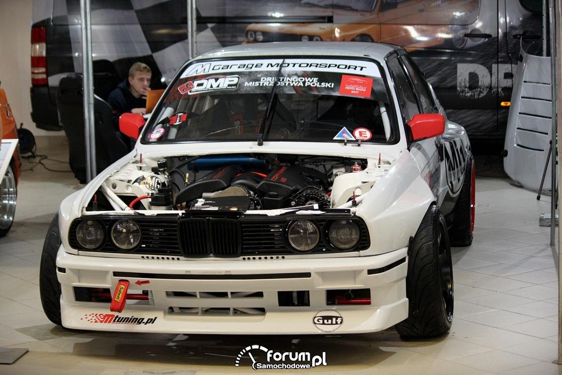 BMW E30, samochód do driftu bez maski
