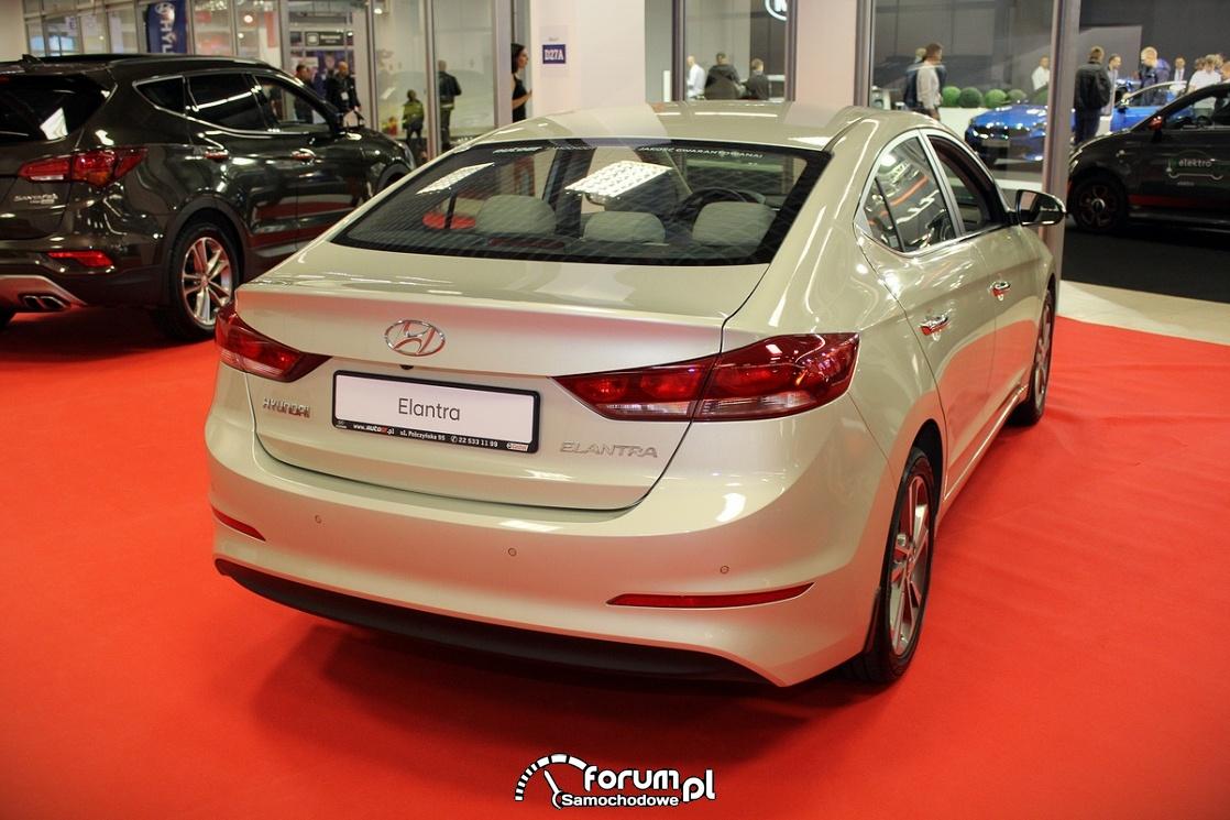 Hyundai Elantra, tył