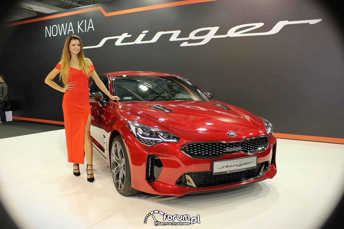 Kia Stinger, hostessa