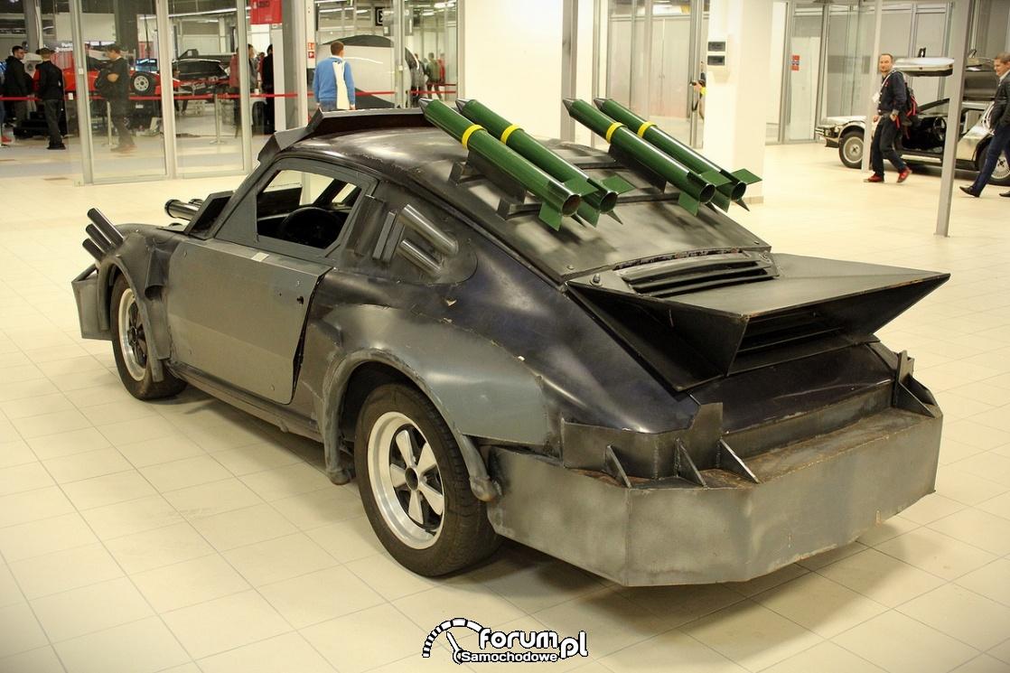 Porsche przepudowane na wóz bojowy, działka, karabiny, rakiety