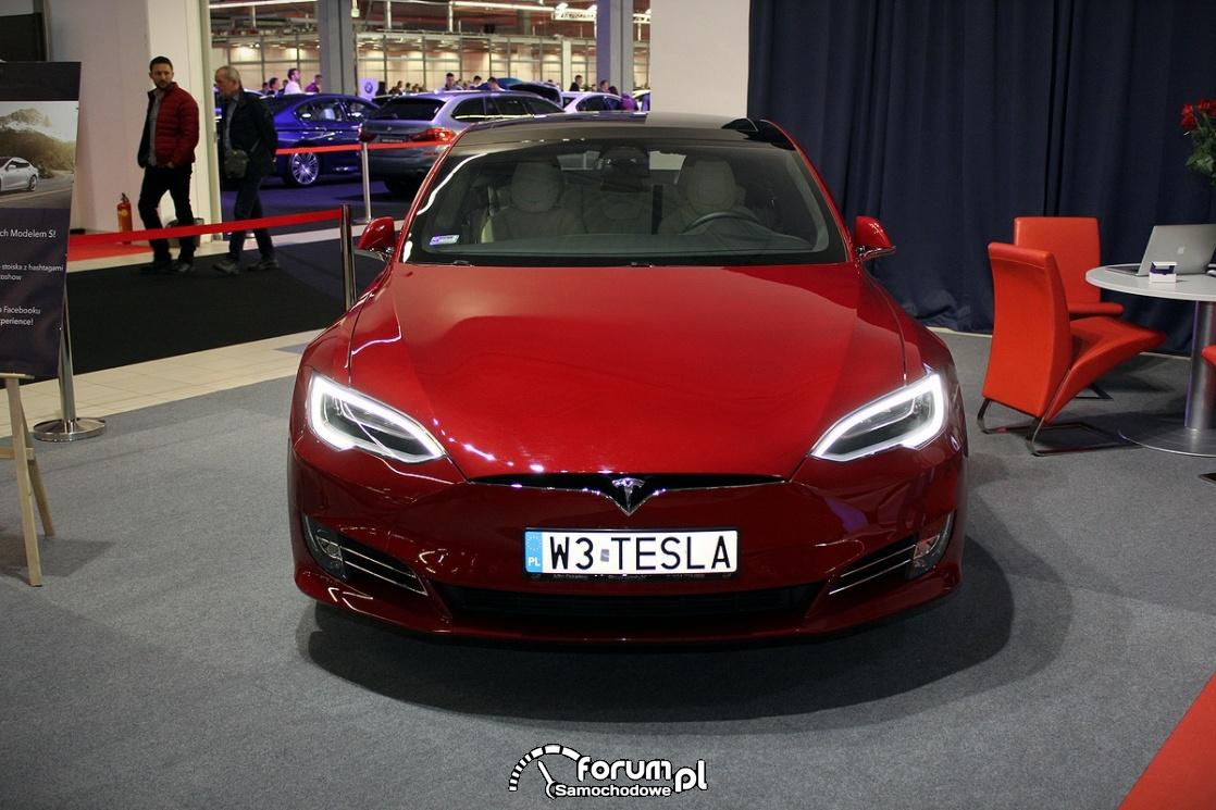 Tesla Model S 50D, przód