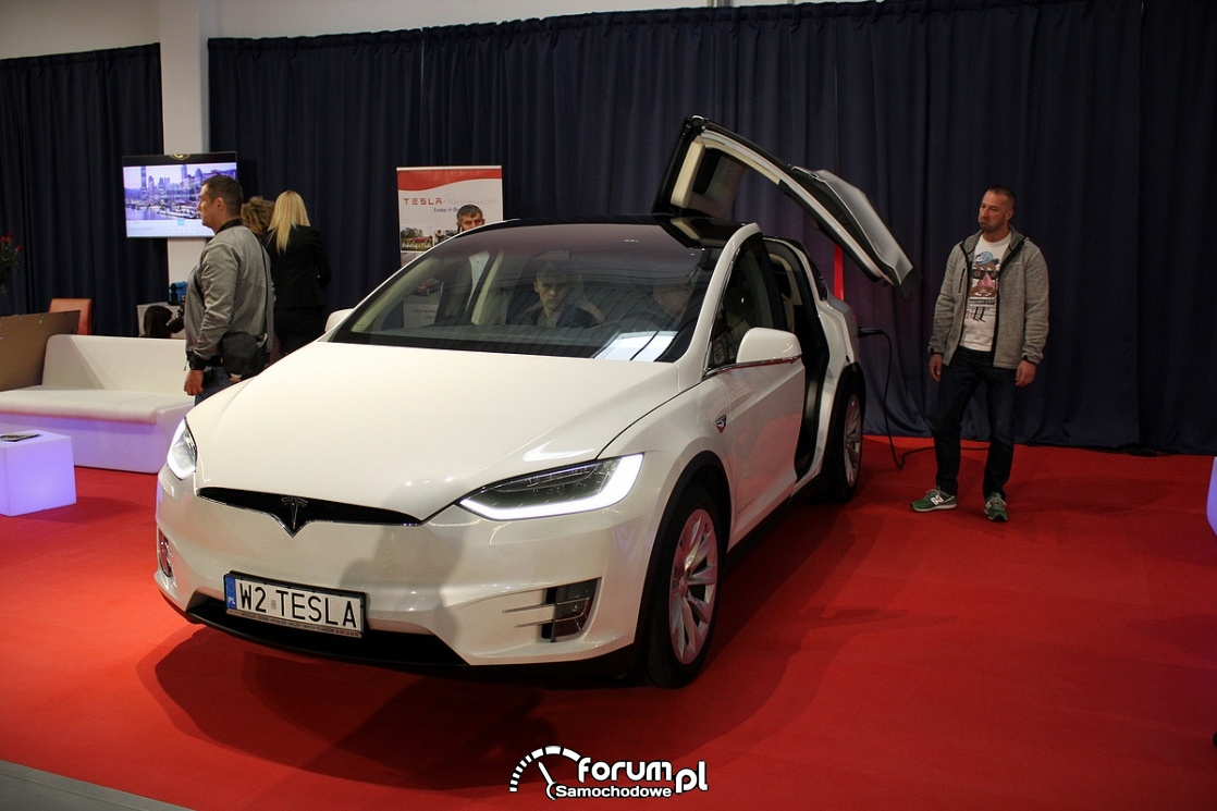 Tesla Model X 90D, przód