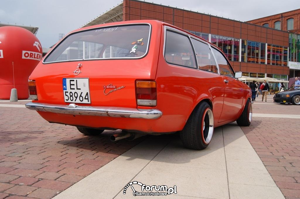 Opel Caravan 1200, tył