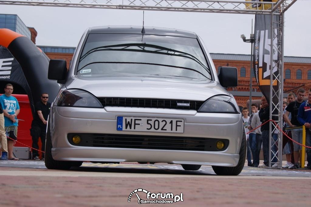 Opel Combo, przód