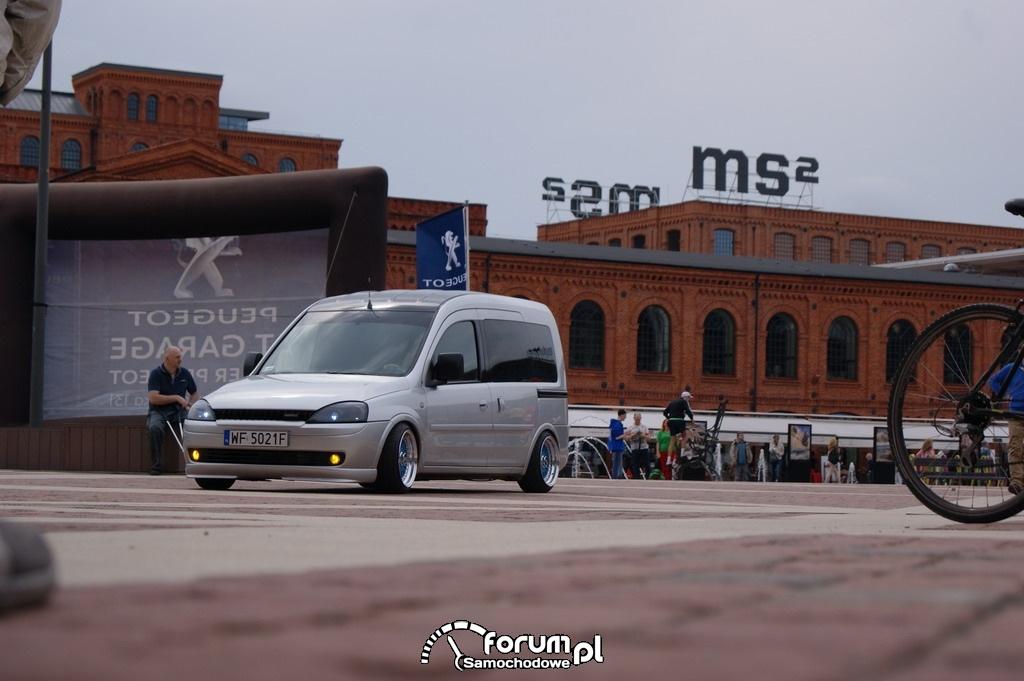 Opel Combo, rynek CH Manufaktura
