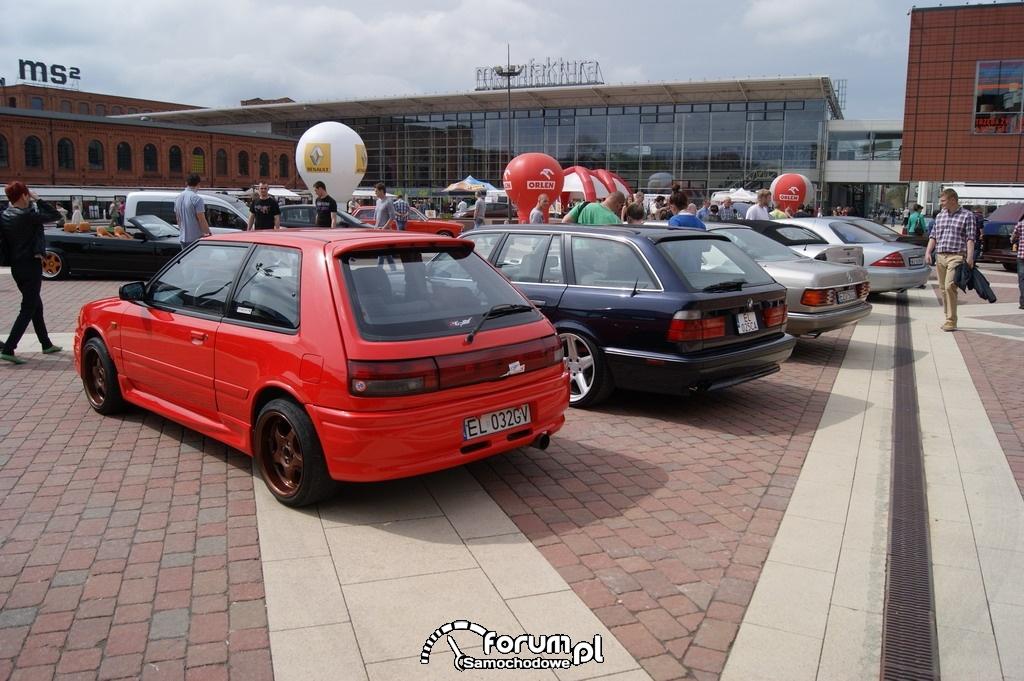 Samochody na rynku CH Manufaktura