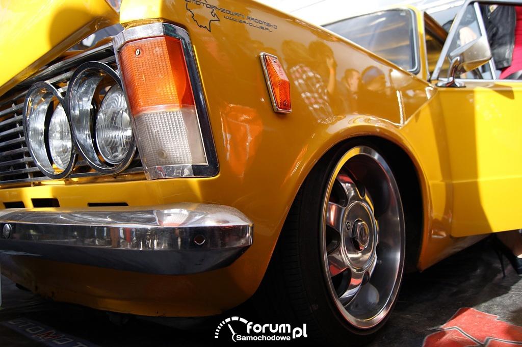 Fiat 125p, alufelga i światła przednie