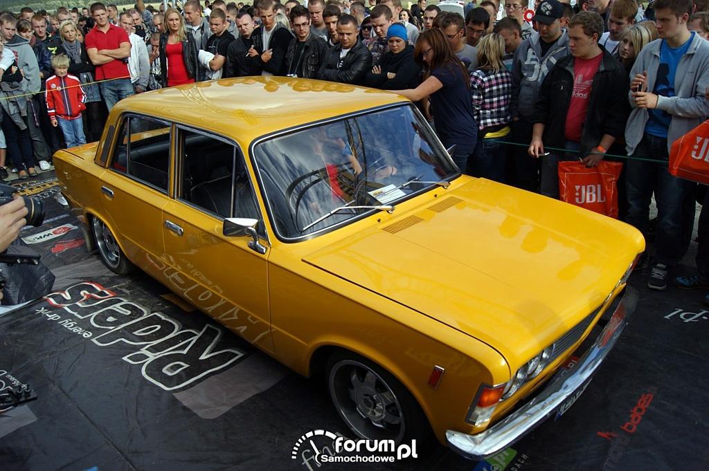 Fiat 125p, widok z góry