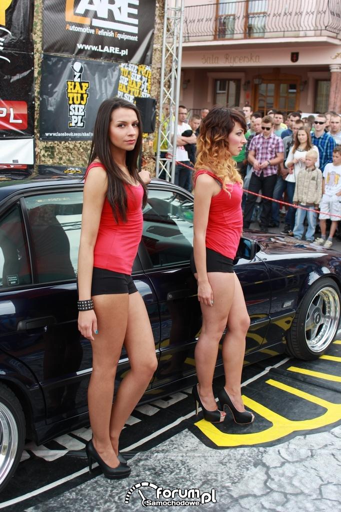 BMW E34 seria 5, dziewczyny, Trish Angel i Nika