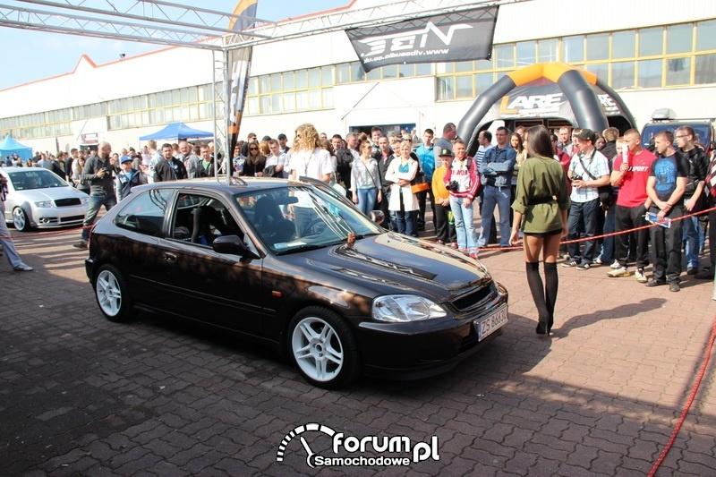 Honda Civic przed publicznością