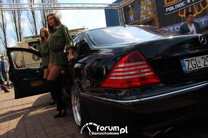 Mercedes S klasa, tył, dziewczyny