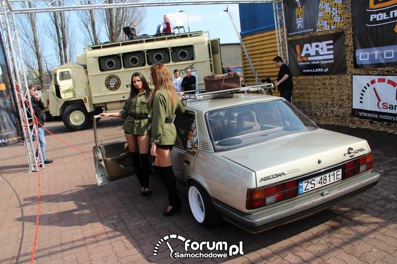 Opel Ascona, piękne dziewczyny, tuning