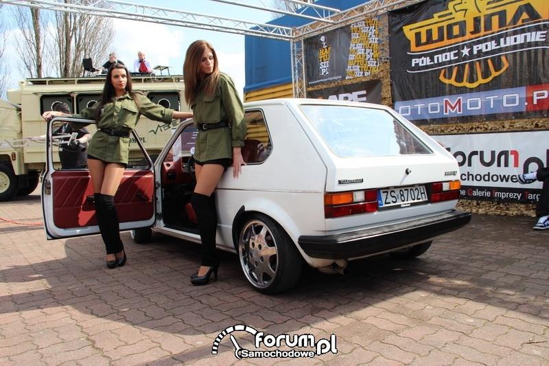 Volkswagen Golf I, piękne hostessy