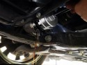 Odkręcanie obudowy filtra oleju za pomocą dedykowanego klucza - Toyota Auris 1.8 Hybrid