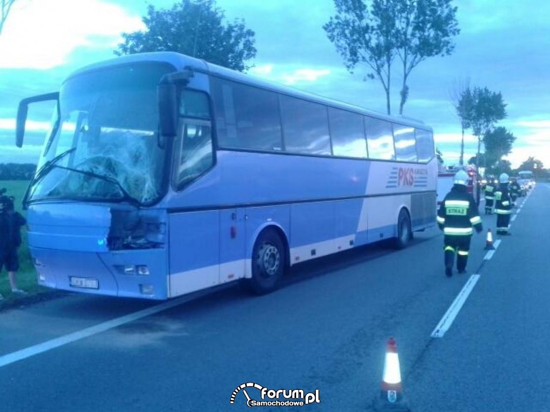 Wypadek autobusu z dziećmi