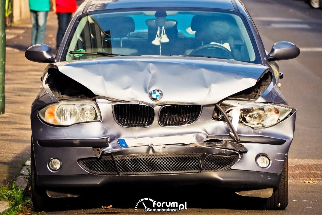 BMW po kolizji przodem