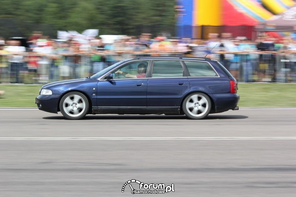 Audi A4 B5 Quattro Kombi, bok