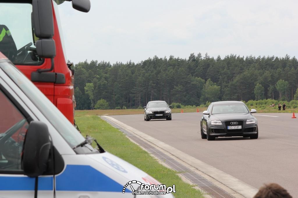 Audi RS6, BMW M550i, lotnisko