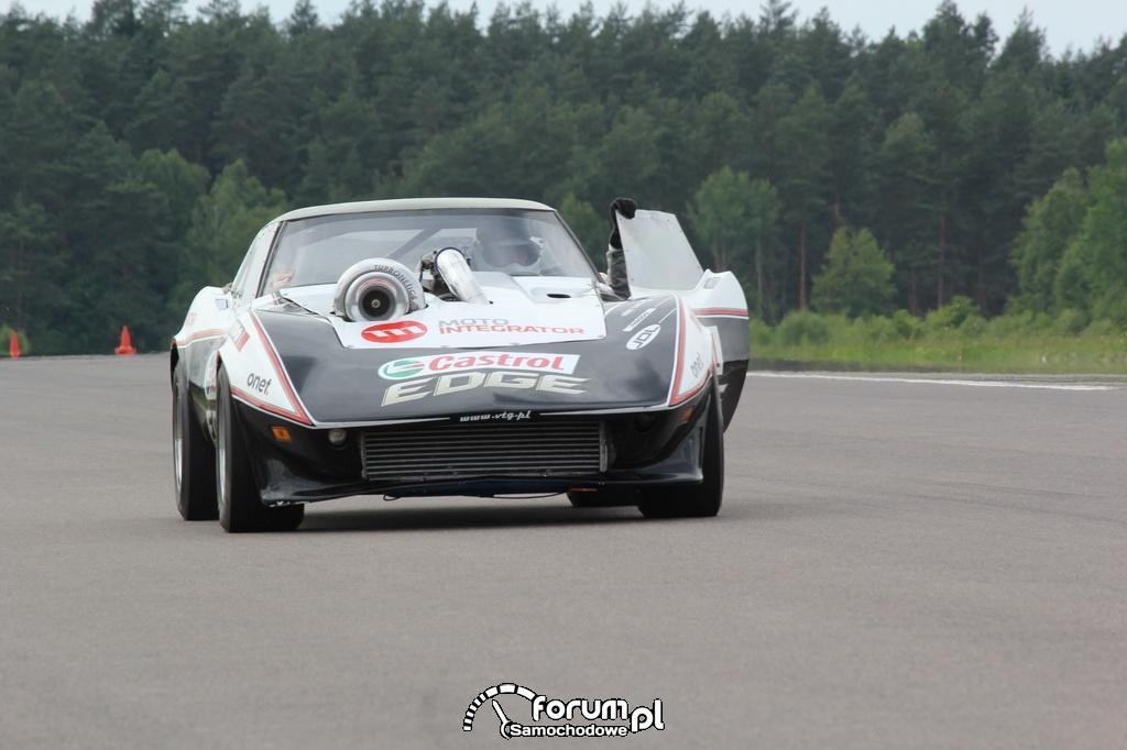 Chevlolet Corvette VTG 4x4 Turbo na lotnisku