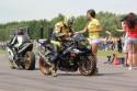 Motocyklista odbiera swój czas przejazdu, dziewczyny, Suzuki GSX-R