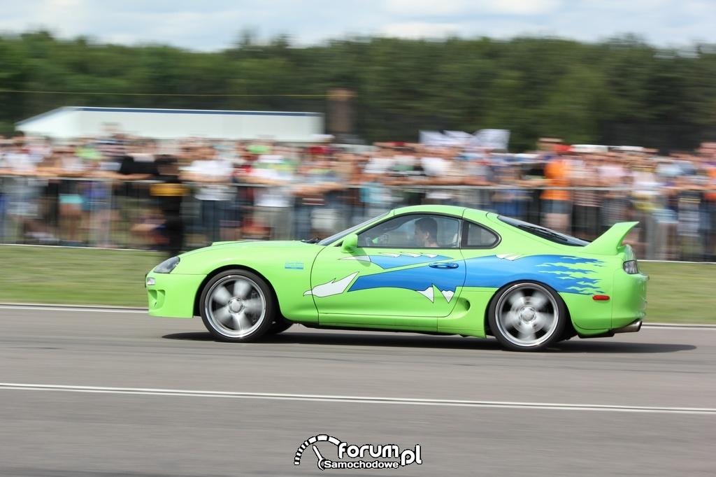 Toyota Supra, wyścigi równoległe, bok