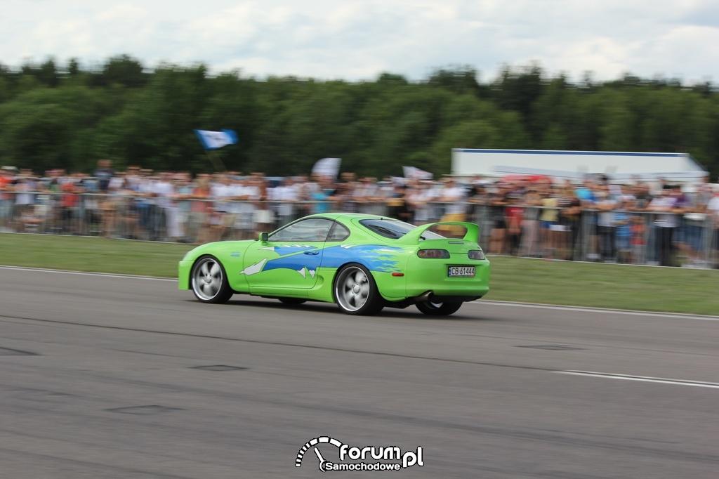 Toyota Supra, wyścigi równoległe, kolor zielony